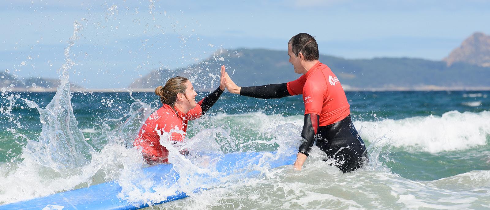 choque de manos diversión surf